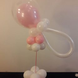 baby-shower-baby-girl-pacifier-balloon-centerpiece-idea